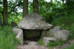 Sepulcro megalítico en Lancken-Granitz, isla de Ruegen imagenes de archivo