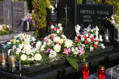 Sepulcros adornados en Día de Todos los Santos Fotografía de archivo
