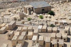 Sepulcros en el cementerio judío antiguo en Jerusalén, Israel foto de archivo