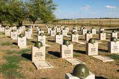 Sepulcros en el cementerio soviético de Rossoshk Stalingrad, Rusia foto de archivo