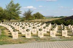 Sepulcros en el cementerio soviético de Rossoshk Stalingrad, Rusia fotos de archivo