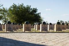 Sepulcros en el cementerio soviético de Rossoshk Stalingrad, Rusia fotografía de archivo