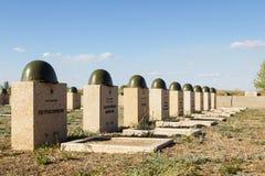 Sepulcros en el cementerio soviético de Rossoshk Stalingrad, Rusia imagenes de archivo