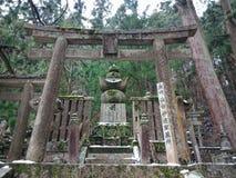 Sepultura no cemitério de Okunoin, Koyasan fotografia de stock royalty free