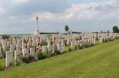 Sepulturas da guerra mundial do cemitério da exploração agrícola CWGC de Dochy primeiras Imagens de Stock