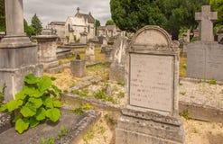 Sepulturas no cemitério Cimetiere Du Nord em Reims foto de stock