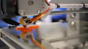 Sequência de trabalho da impressora 3d Imprimir com o filamento plástico do fio na impressora 3D Imprimir com o filamento plástic vídeos de arquivo