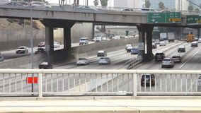 Sequência do lapso de tempo do tráfego na autoestrada vídeos de arquivo