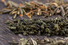 Seque as folhas de tipos diferentes de chá Fotografia de Stock