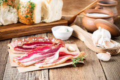 Seque o pampushka curado dos bolos da barriga e do alho de carne de porco imagem de stock