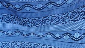 Sequedad de Rags en la cuerda para tender la ropa en el pueblo metrajes