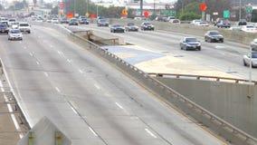 Sequenza di lasso di tempo di traffico sull'autostrada senza pedaggio video d archivio