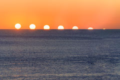Sequenza di tramonto sopra acqua Mar Mediterraneo Fotografia Stock