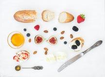 Ser, chleb i jagody ustawiający, Zdjęcie Stock