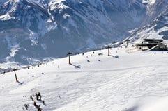 ser den österrikiska semesterorten för alps för att skida zell Royaltyfri Bild