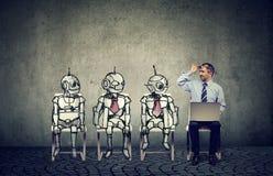 Ser humano contra o conceito da inteligência artificial imagem de stock
