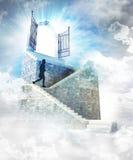 Ser humano corriente en la escalera de piedra al top stock de ilustración