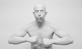 Ser humano en la arcilla, golem, estatua viva Foto de archivo libre de regalías