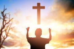 Ser humano que levanta as mãos Confiança direita Bol livre emigrante católico da mercê imagens de stock