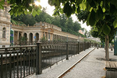 Sera a Carlsbad - Karlovy Vary, posto famoso della stazione termale di Ceco fotografia stock libera da diritti
