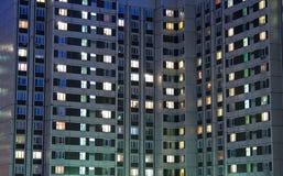 Sera dell'edificio in condominio Fotografia Stock Libera da Diritti