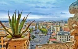 Sera della costruzione di panorama di Roma fotografie stock