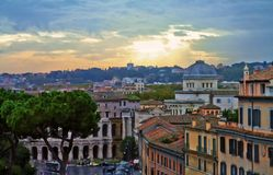 Sera della costruzione di panorama di Roma fotografia stock