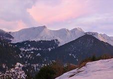 Sera di inverno in montagne di Pindus fotografia stock