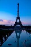 Sera di Parigi con la torre Eiffel Immagini Stock Libere da Diritti