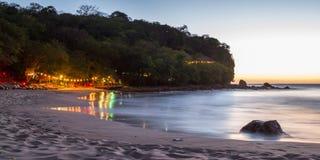 Sera di rilassamento alla spiaggia Fotografie Stock