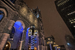 Sera di Snowy nella vecchia città Montreal, Quebec Fotografia Stock