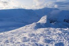 Sera gelida su una cresta della montagna Fotografie Stock Libere da Diritti
