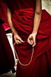 Sera Monastery Debating Monk intelligenspärlor, Lhasa Tibet Arkivfoton