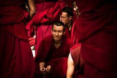 Sera Monastery uma monge de debate de sorriso de Lhasa Tibet imagens de stock