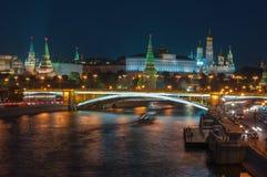 Sera a Mosca Vista di notte del Cremlino e Immagini Stock Libere da Diritti