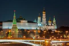 Sera a Mosca Vista di notte del Cremlino e Immagini Stock