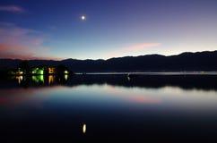 Sera nel lago Erhai Fotografia Stock Libera da Diritti
