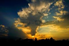 Sera nuvolosa immagine stock