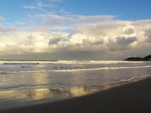Sera nuvolosa alla spiaggia di Chintsa, costa selvaggia, Sudafrica Fotografia Stock Libera da Diritti