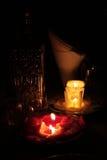 Sera romantica con le candele. fotografia stock libera da diritti