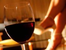 Sera romantica con un vetro di vino Fotografie Stock Libere da Diritti