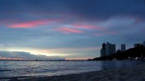 Sera rossa della spiaggia di Wongamat archivi video