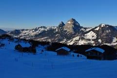 Sera in Stoos, alpi svizzere Immagine Stock