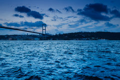 Sera sul ponte di Bosphorus Fotografia Stock