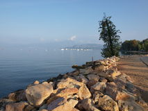 Sera sulla riva della polizia del lago Fotografia Stock Libera da Diritti