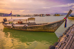 Sera tailandese della barca della terra Fotografia Stock