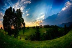 Sera, tramonto sulle colline della montagna del villaggio di Simon Fotografia Stock