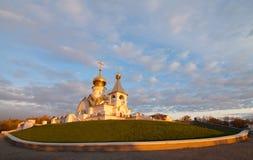 Serafim Sarovsky Cathedral en puesta del sol en Jabárovsk, Rusia Imagen de archivo