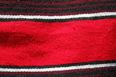 Serape o manta mexicano rojo Foto de archivo libre de regalías