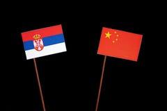 Serb flaga z chińczyk flaga na czerni zdjęcia stock